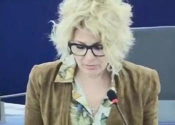 """Răvășita Carmen Avram, depresie de toamnă la Bruxelles: """"Cât e de trist ce se întâmplă în această țară. Tare, tare trist"""""""