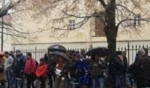 VIDEO Un an proteste zilnice în fața sediului PSD Sibiu aniversate într-un mod inedit: pe melodia We will rock you