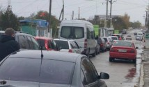 ALEGERI ÎN R. MOLDOVA. Poliția se face preș, din nou, în fața lui Igor Dodon. A înregistrat doar câteva cazuri de turism electoral, în timp ce mașinile transnistrenilor au făcut cozi la secțiile de votare