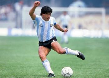 """Maradona, o lecție tristă de viață. De la """"El Pibe D'Oro"""" la bufonul dictatorilor comuniști"""