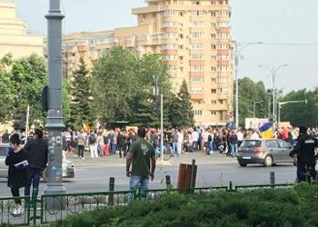 """Cei mai abjecți oameni ai RUSIEI au """"demonstrat"""" în Piața Victoriei. Dar odată cu ei a mai fost o demonstrație acolo"""