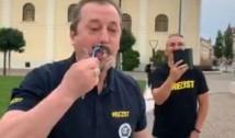 VIDEO Orădenii au petrecut inedit intrarea lui Dragnea la pușcărie. Și-au ras mustața în semn de eliberare