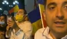 VIDEO. Ce mai face diversionistul George Simion noaptea prin București. A inhalat prafuri pentru țânțari și a început să urle ca apucatul că l-a gazat Jandarmeria
