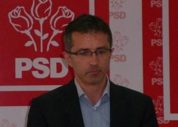 Teodor Lazăr (USR): Tupeul baronului Benea nu are limite. Se plânge că Guvernul nu iubește Moldova, dar guvernările PSD n-au fost în stare să facă un metru de autostradă