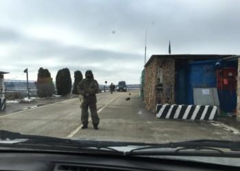 FOTO Trupele de ocupație ale Rusiei au blocat doi jurnaliști basarabeni în satul Gura-Bâcului. ABUZURILE separatiștilor Moscovei