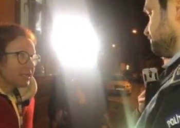 VIDEO PSD nu mai e la guvernare, dar Miliția e eternă! Abuz grotesc asupra unei jurnaliste care documenta cazul protestatarilor luați pe sus pentru că cereau înscrierea Roșiei Montane la UNESCO
