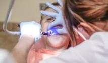 Copilul anesteziat la stomatolog a decedat. Substanța periculoasă folosită de clinici fără a avea autorizație