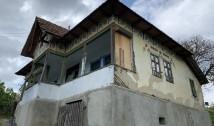 FOTO: SOS Nucșoara. Salvați casa eroinei Elisabeta Rizea și ajutați la transformarea acesteia în Memorial al Rezistenței Anticomuniste! Cine uită nu merită!