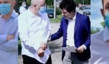 VIDEO Firea și-a trimis mahalagiul să-i sufle în ceafă lui Nicușor Dan la conferința de presă. Un motociclist l-a luat la rost pe viceprimarul grobian. La circ a asistat și fostul consilier general al PNL care a fugit la PSD pentru a fi răsplătit cu funcția de șef STB