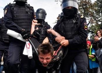 Protestele din Moscova CLATINĂ tronul lui Putin! Cum se RĂZBUNĂ Kremlinul pe demonstranți: bătăi cumplite, încarcerări abuzive, amenzi uriașe și amenințări extreme