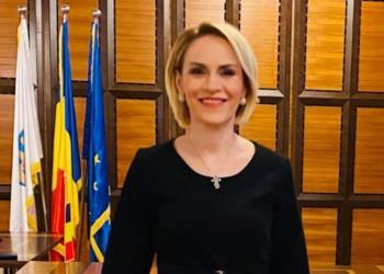 """EXCLUSIV Analiză grafică: Firea și-a photoshopat poza din biroul de la PMB. Politiciana fake o comite din nou pe modelul """"Gabriela, fă-te că lucrezi!"""""""
