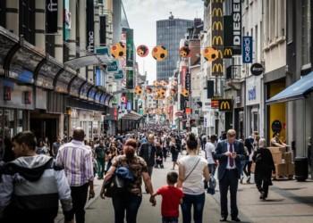 Belgia: Un tribunal din Bruxelles ordonă guvernului să ridice TOATE restricţiile antiepidemice în termen de 30 de zile. Liga Drepturilor Omului a inițiat acțiunea în justiție