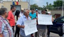 """VIDEO. Protest cu pensionari la Rahova pentru eliberarea lui Dragnea: """"Liviu Dragnea, te iubim, om ca tine nu găsim!"""". Mălin Bot a fost agresat de mai mulți protestatari"""