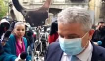 """VIDEO Senatorul PSD Florian Bodog, întâmpinat cu cătușe de protestatarul Marian Ceaușescu la sosirea la DNA: """"Credeați că scăpați?"""""""