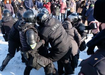 Agresiuni KGB-iste și zeci de persoane ARESTATE în Rusia. Întemnițarea lui Navalnîi generează ample proteste anti-Putin în întreaga Rusie, la -50 de grade
